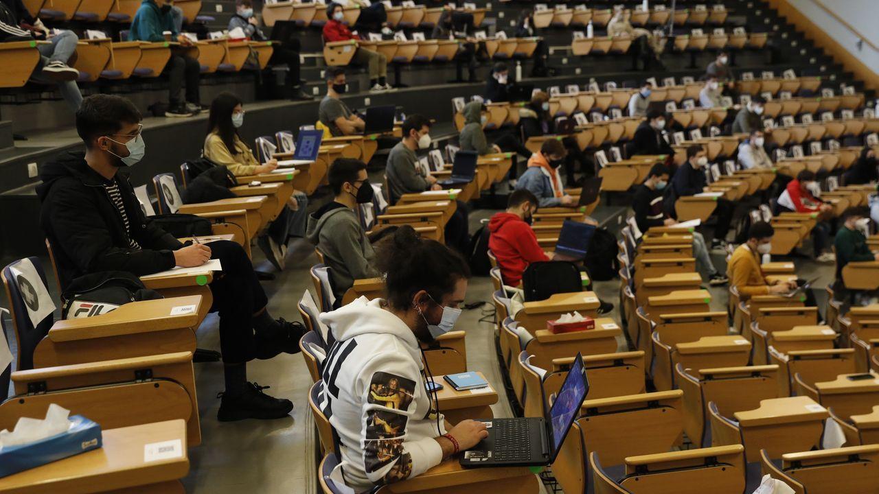 Se retomanlas clases presenciales en la universidad gallega.Colinas de Marius