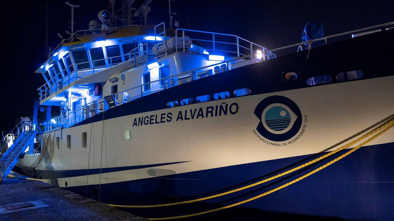 El buque oceanográfico Ángeles Alvariño está dotado con un sonar de barrido lateral y un robot submarino
