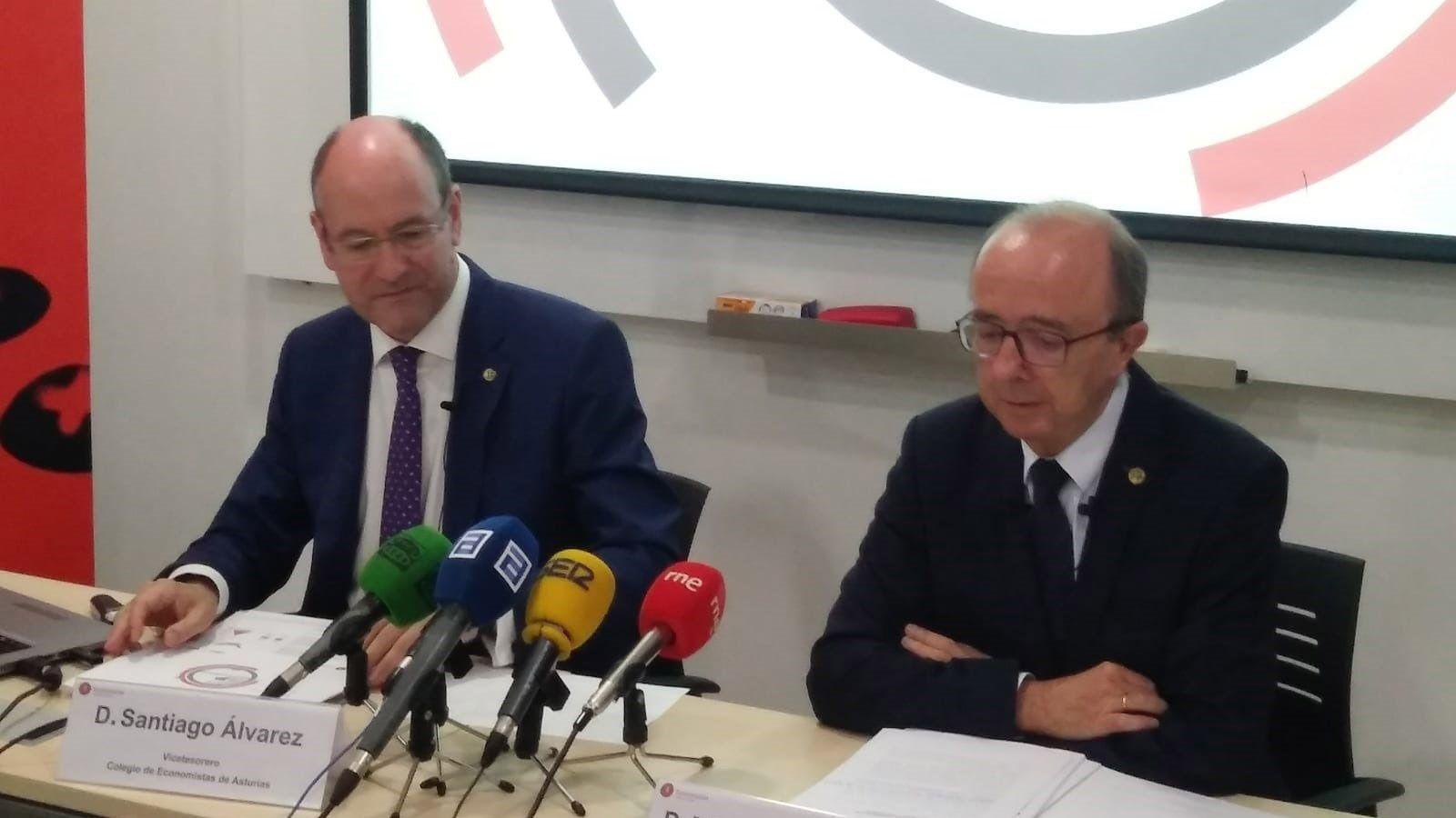 De China a Cangas pa falar asturianu.Santiago Álvarez y Miguel de la Fuente