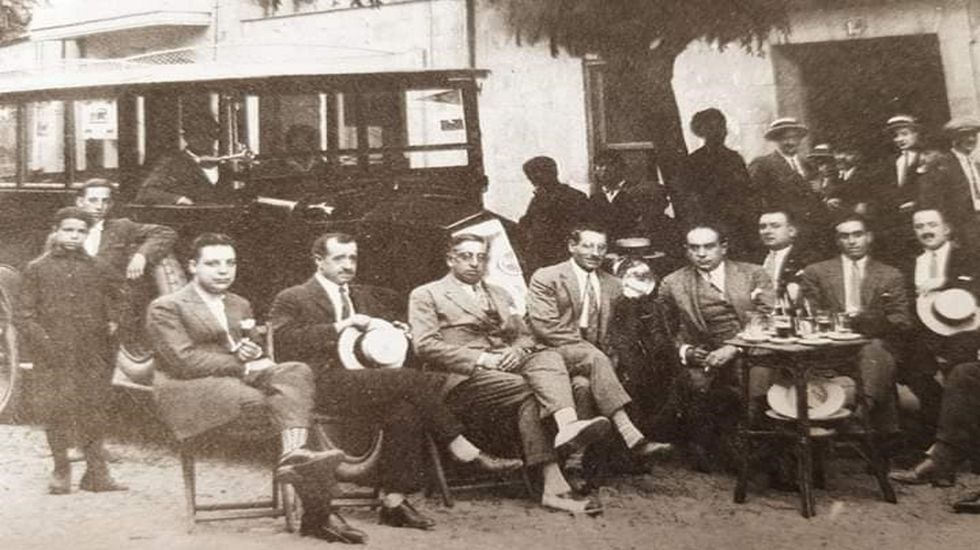 En la foto, del año 1924, aparecen el alcalde Antonio dacal y otros clientes habituales del Hotel Victoria