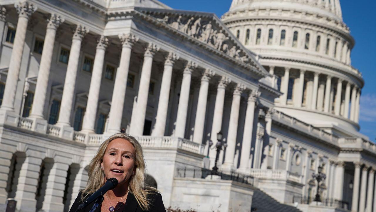 La congresista Marjorie Taylo Greene, durante la rueda de prensa ante el Capitolio