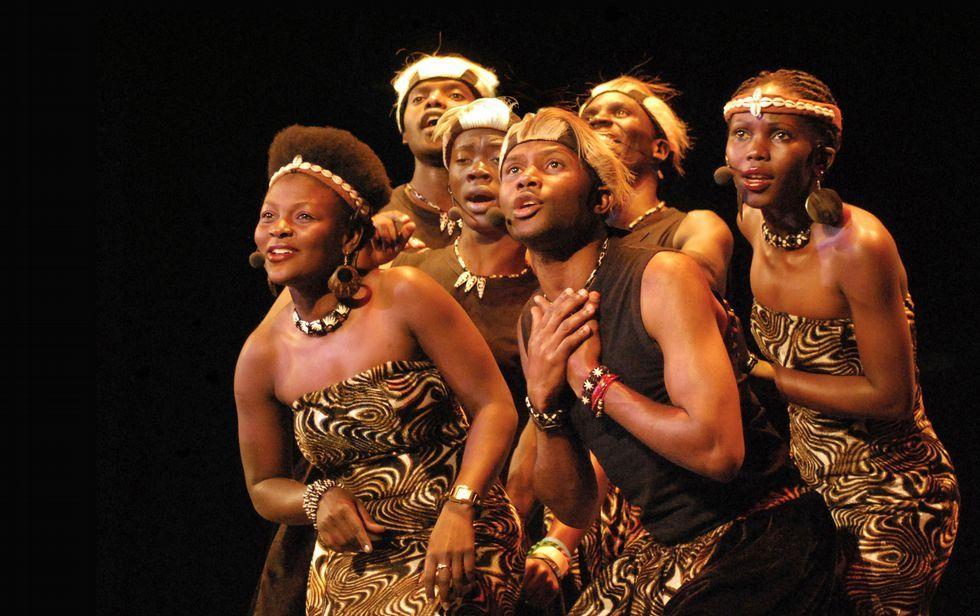 Aba Taano es un sexteto que nació de un proyecto humanitario en Uganda; ahora recorren los mejores escenarios del mundo con su música.