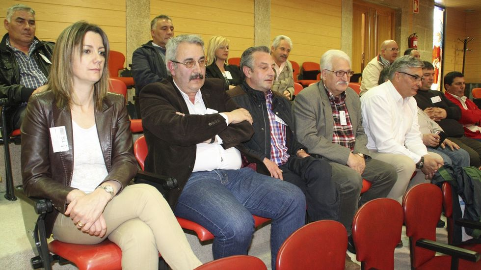 La jornada electoral en Ourense.<span lang= es-es >Y ayer</span>. El cuarto aniversario del 15M se celebró con un acto de conmemoración que tuvo lugar de nuevo en la praza Maior y que contó con la asistencia de numerosos nuevos políticos.