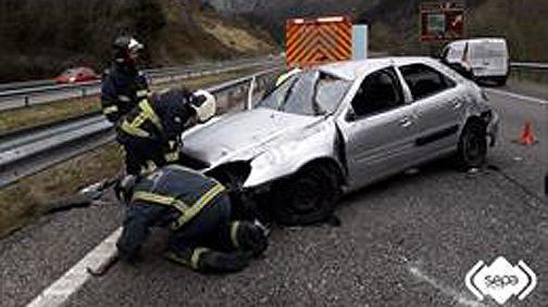 Una mujer herida de consideración en un accidente de tráfico en Ribadesella