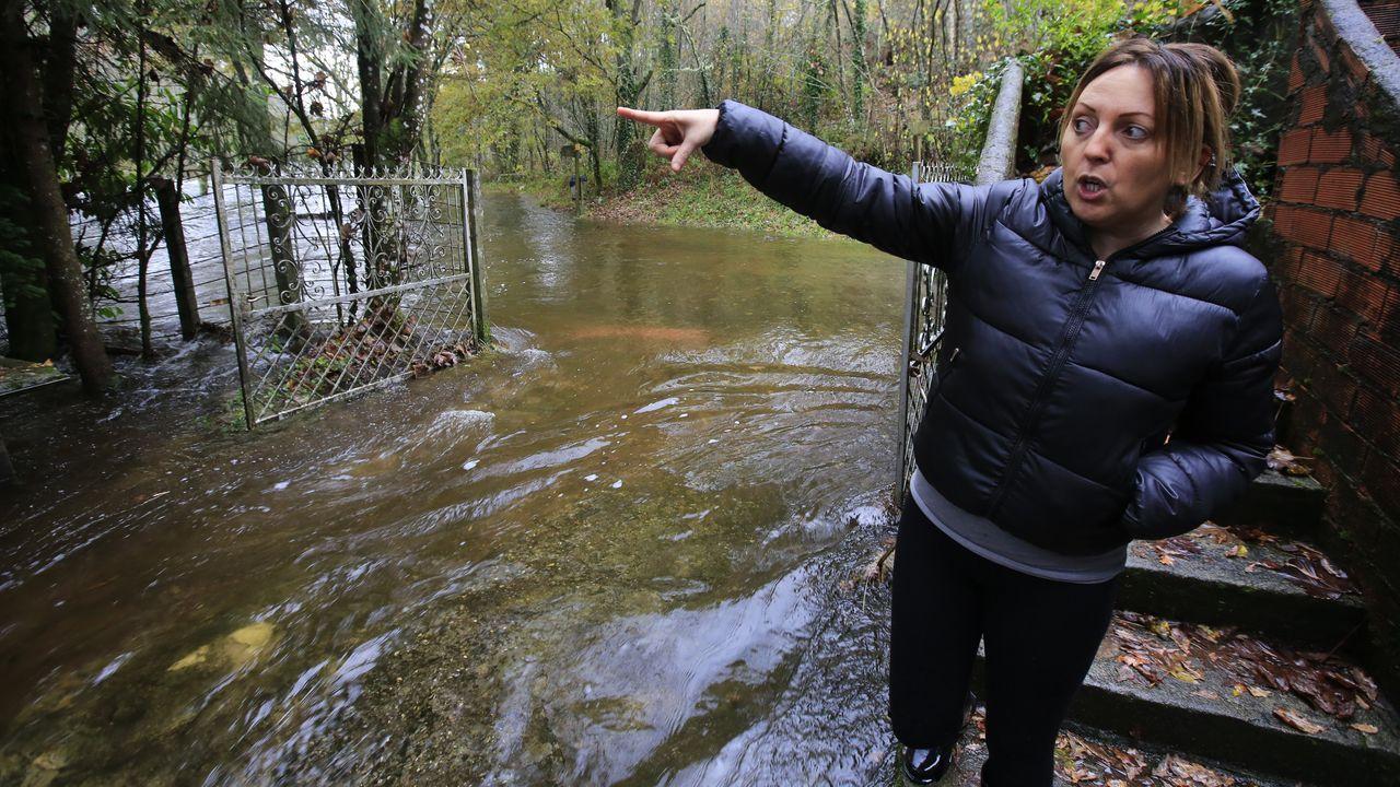 El temporal de lluvia del fin de semana deja casas y vías inundadas.Empieza en Sarria el Tapicheo