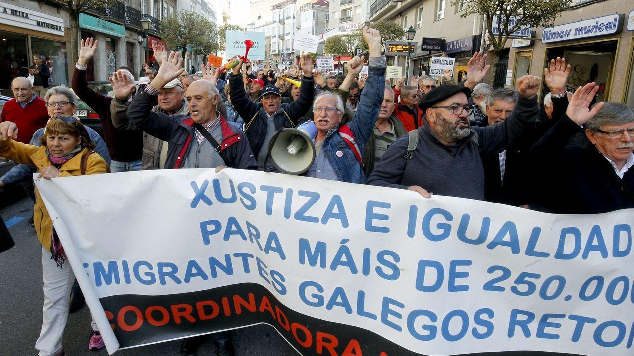 Manifestación de emigrantes retornados.Miguel Arroyo no pudo votar desde Rumanía porque tiene el consulado a seis horas de viaje
