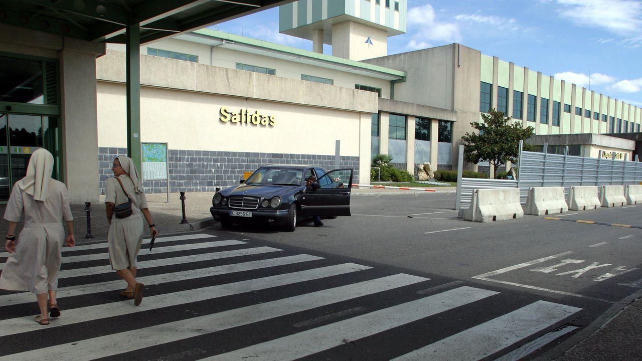 Vecinas de Regueira (en foto de archivo) expuestas a la actividad del aeropuerto de Alvedro