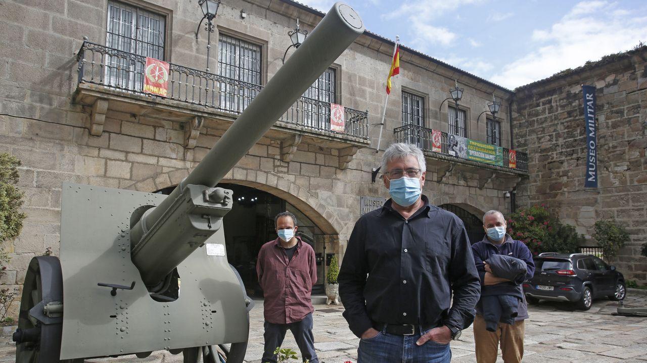 Obras en la variante de Pajares.Joseph Ghanime López, Carlos Sánchez Crestar y Alberte Naya, frente al Museo Militar de A Coruña