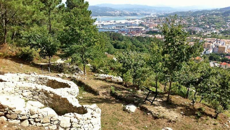 El castro de Subidá, con las vistas sobre Marín y la ría de Pontevedra