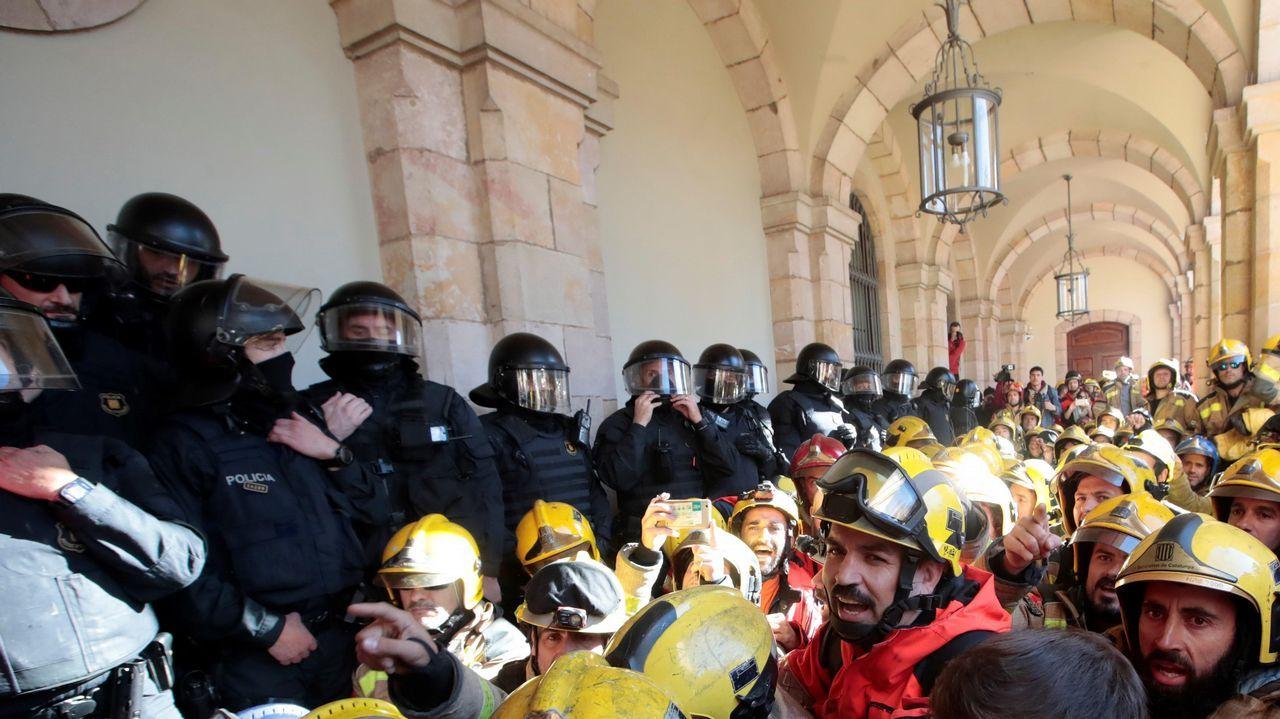 ¿Habrá purga en los Mossos?.Decenas de bomberos denunciaron el deplorable estado de sus parques de trabajo
