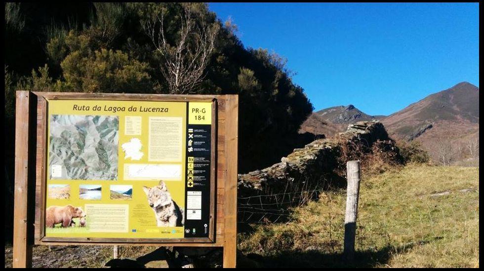 Señalización en la ruta de la laguna de Lucenza, en Quiroga