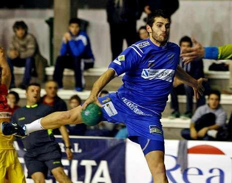 Rial, que ayer hizo cuatro goles, en un partido en Pontevedra.