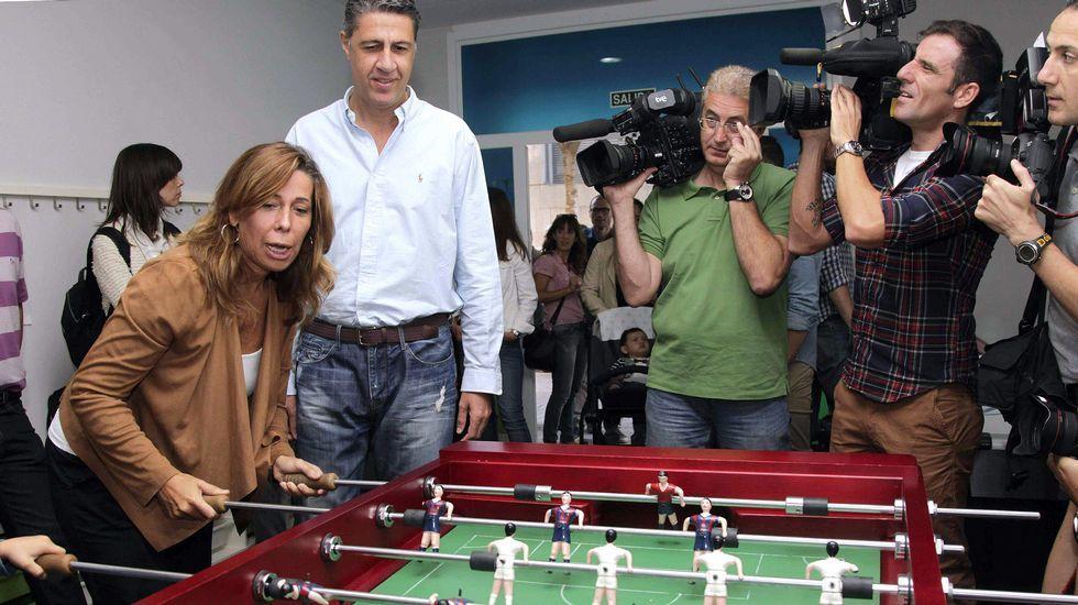 La sustitución de Sánchez-Camacho por Albiol, que ayer jugaban al futbolín en Barcelona, no frenará la caída del PP en Cataluña, que podría convertirse en la quinta fuerza política, según las encuestas.