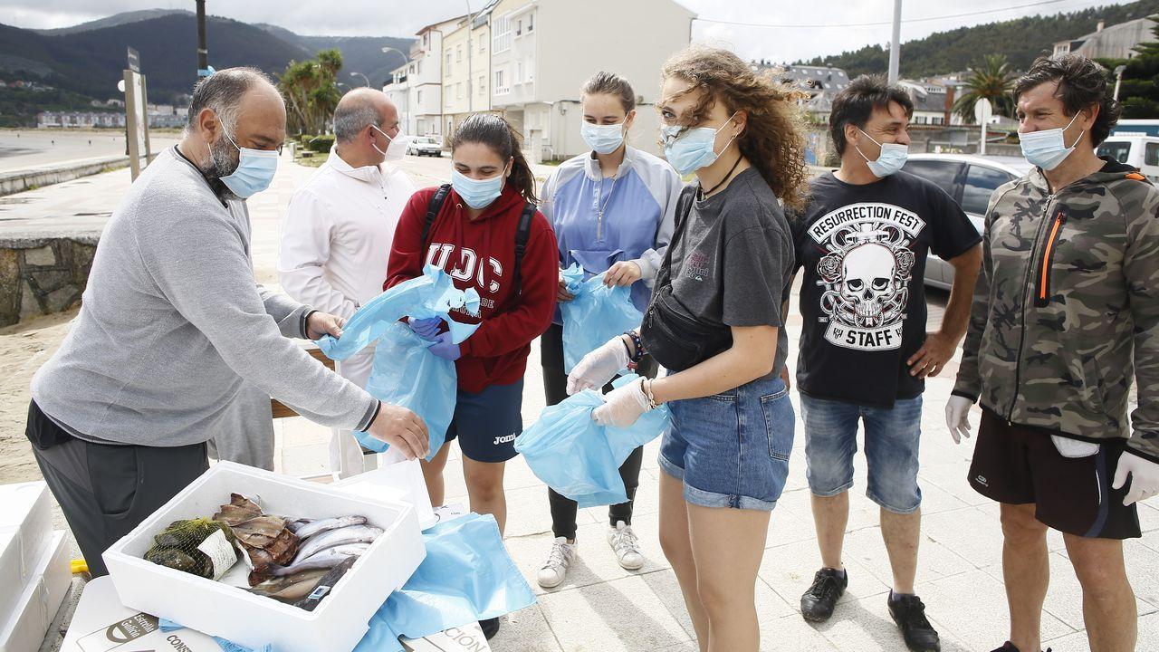 Pescadería Grallal regala este lunes pescado a las personas que recojan residuos en las playas de Covas (en imagen), Abrela y Area
