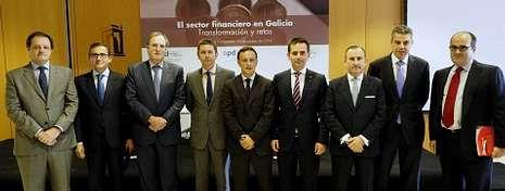 Representantes de las principales entidades bancarias que operan en Galicia, ayer en Santiago.