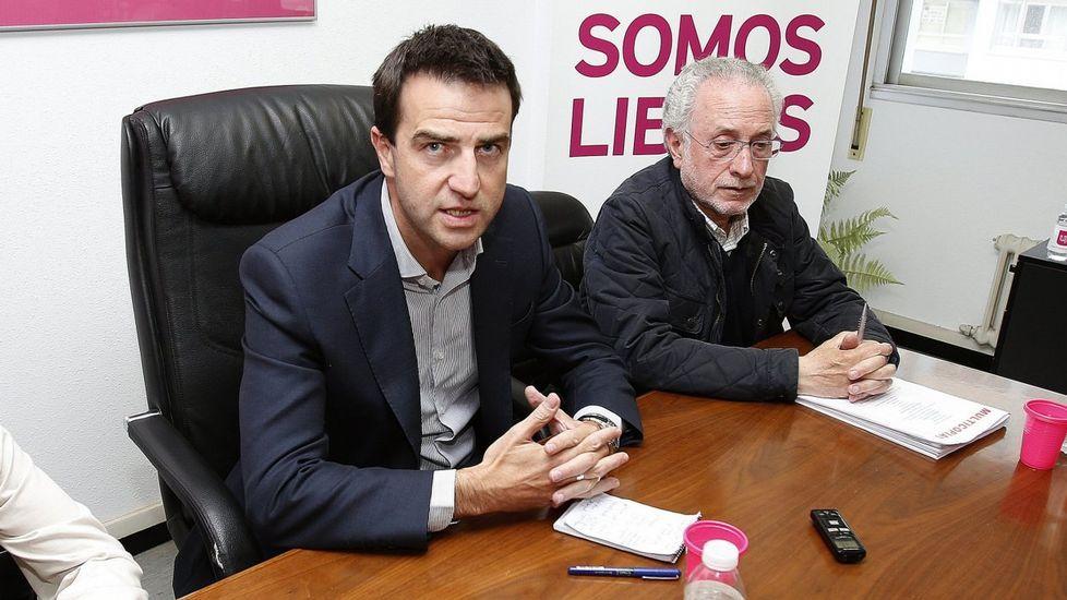 Maite Pagazaurtundúa.Sánchez aplaude a Javier Fernández en un mitin en Oviedo