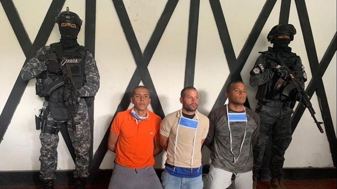 La pandemia en el mundo, en imágenes.Soldados de las Fuerzas de Acciones Especiales con tres militares detenidos por estar supuestamente implicados en la operación Gedeón