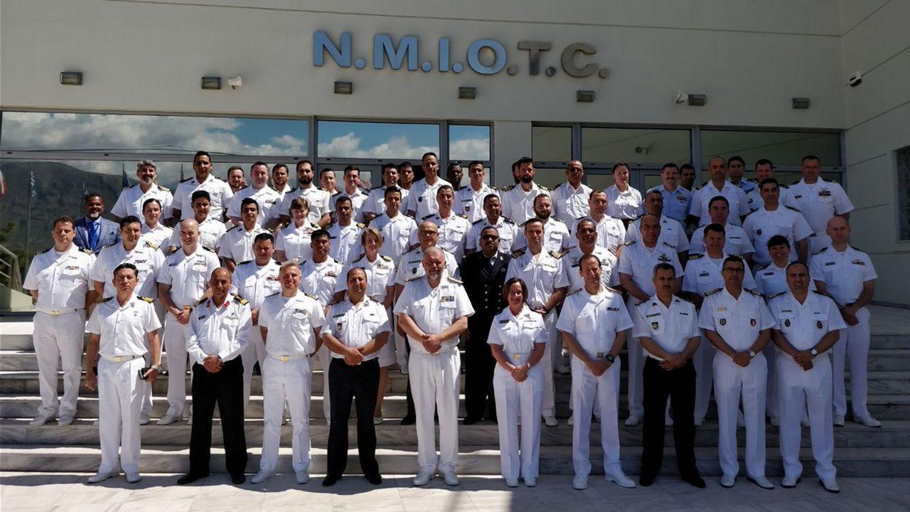 Dotación del patrullero Atalaya, en Grecia
