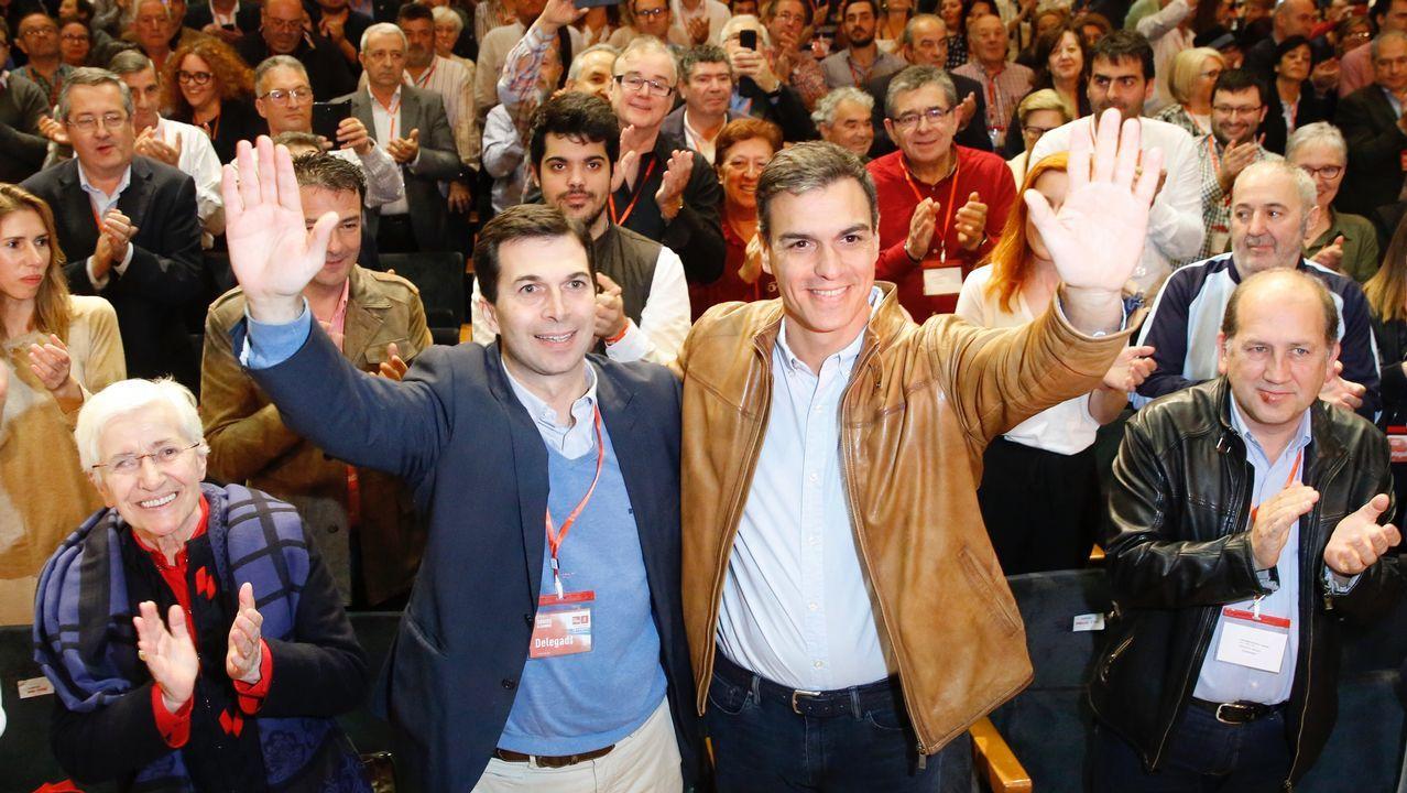 Pedro Sánchez clausura el congreso de los socialistas gallegos.Los estragos causados por el fuego en Cervantes