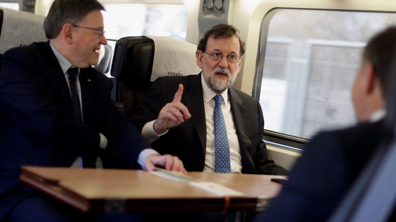 Feijoo: «Que no se castigue a los que cumplimos» incluso teniendo menos recursos».Rajoy junto al presidente de la Generalitat, Ximo Puig