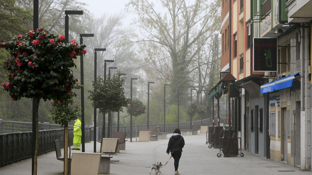 Una calle de Sarria durante el anterior estado de alarma sanitaria, en una imagen de archivo