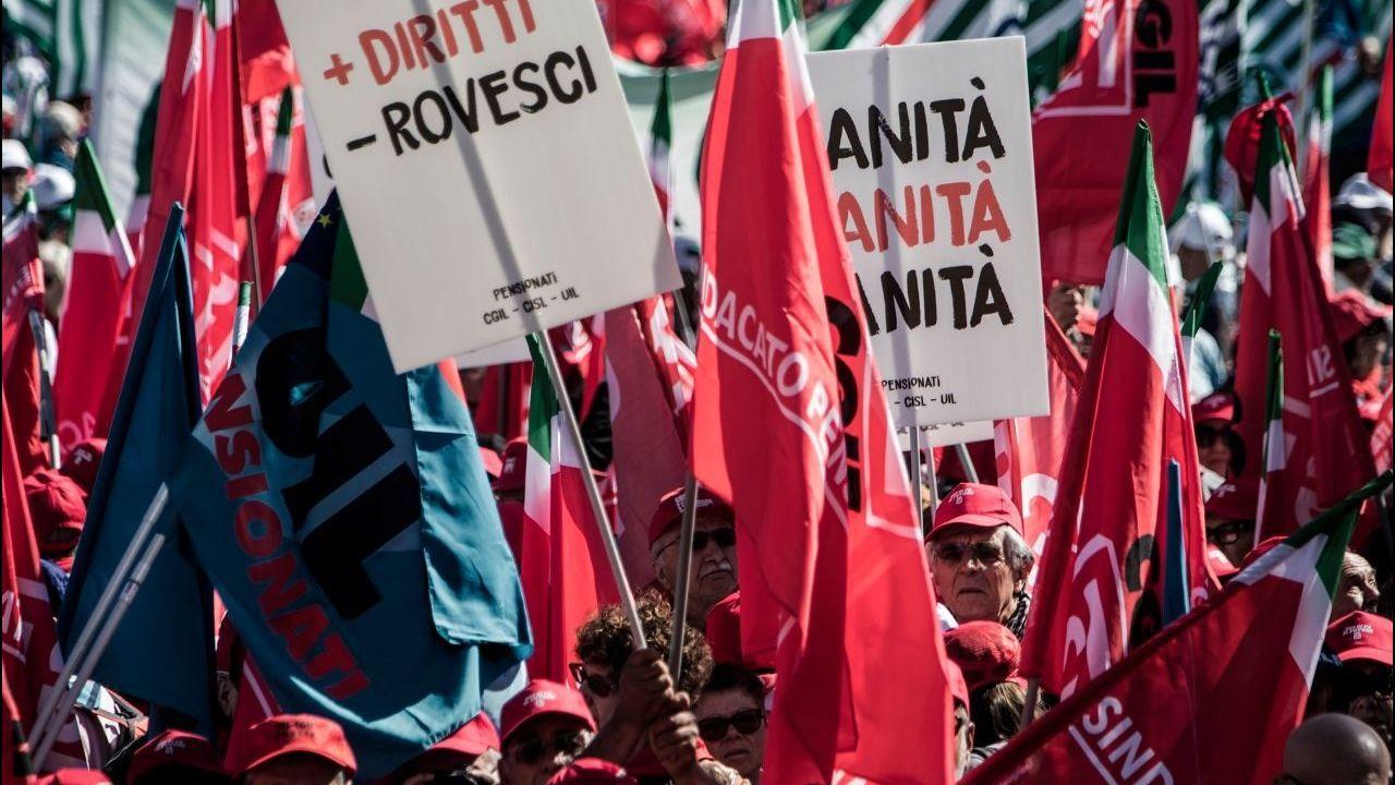Las calles de Romase llenaron de jubilados para protestar contra los recortes que planea el Gobierno para cumplir sus acuerdos con la Unión Europea
