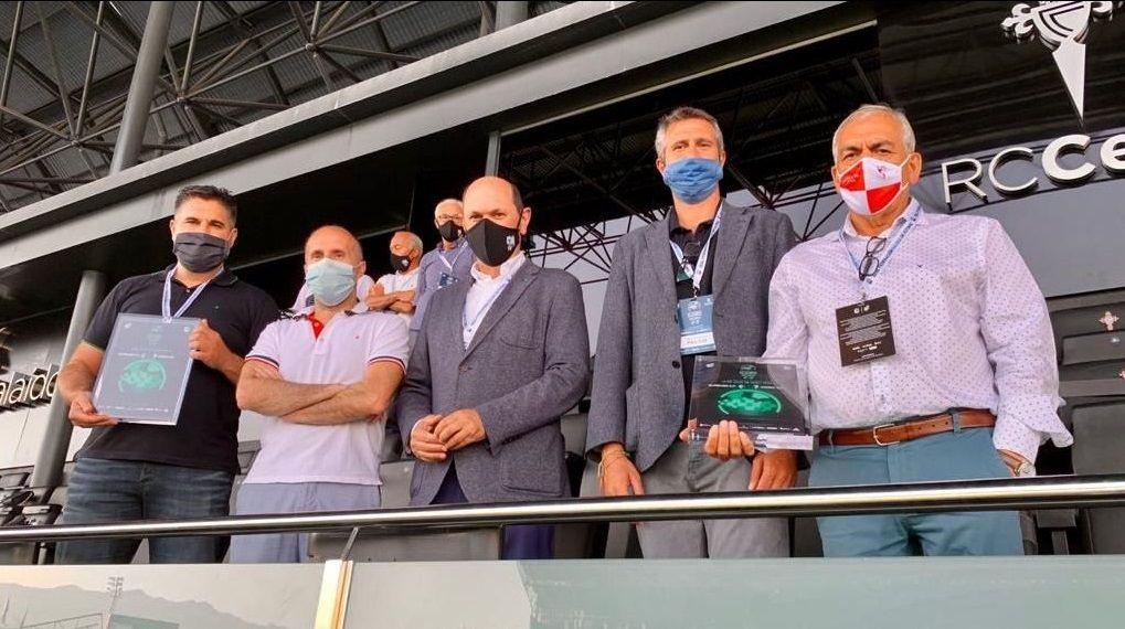 La afición recibe al Dépor en el estadio, minutos antes de saber los contagios en el Fuenlabrada