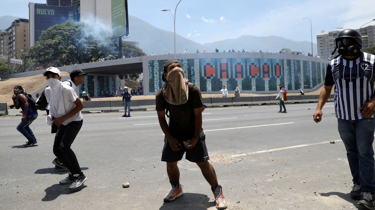 Opositores se manifiestan en las calles para expresar su rechazo al régimen de Maduro