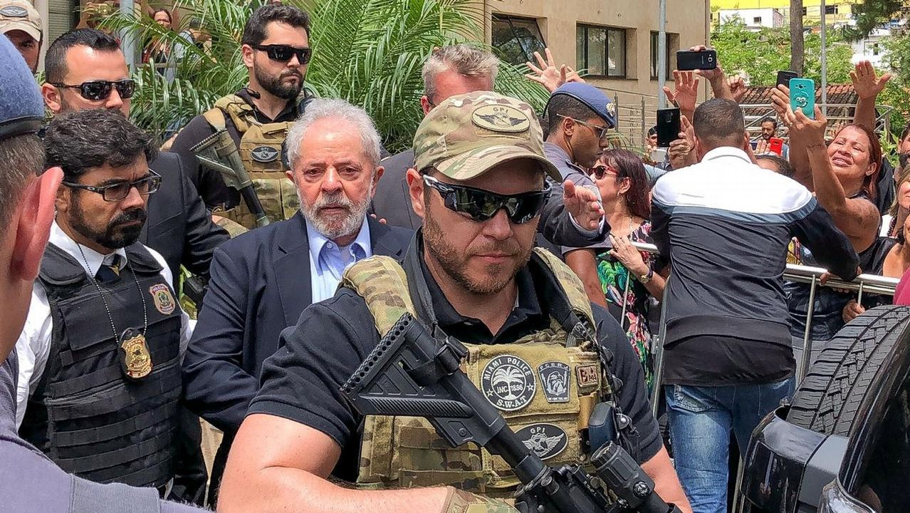 Lula da Silva acudió al funeral de su nieto escoltado por agentes brasileños