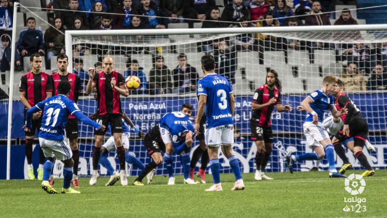 Gol Yoel Barcenas Real Oviedo Reus Carlos Tartiere.Bárcenas consigue el 2-0 en un lanzamiento de falta directa