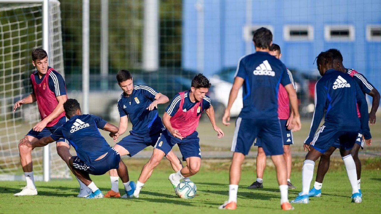 Jugadores del Real Oviedo durante un entrenamiento