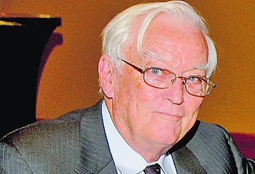 El profesor John Harmon McElroy
