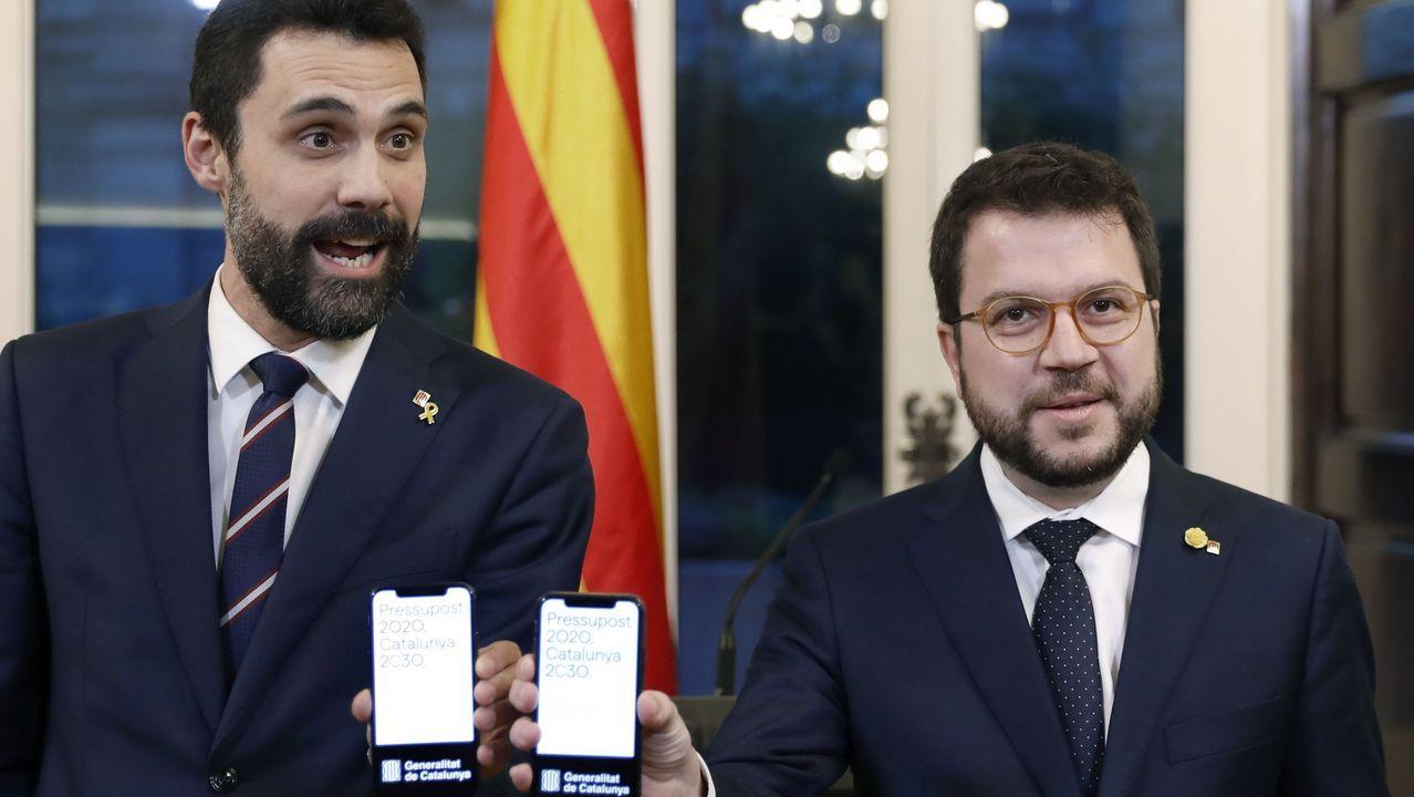 Pere Aragonès entregó este miércoles el proyecto de presupuestos al presidente del Parlamento catalán, Roger Torrent