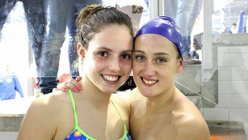 María Vilas y Mireia Belmonte posan con las medallas que lograron ayer en el 5.000.