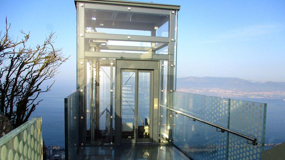 Ascensor acristalado de acceso al mirador de Gibraltar, construido por Ales Iluminación.Ascensor acristalado de acceso al mirador de Gibraltar
