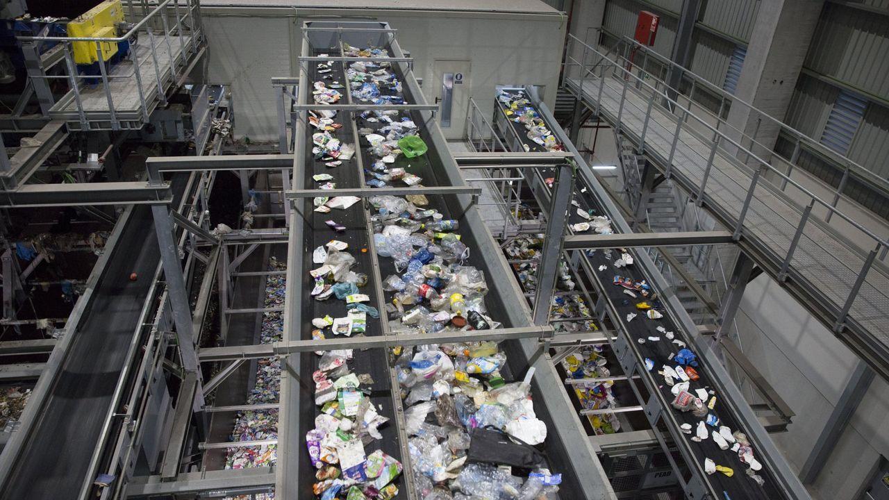Outeiro de Rei, pionero en la colocación de contenedores marrones para residuos orgánicos.La planta, ubicada en lo alto del polígono de Sabón no ha dejado de humear desde noviembre
