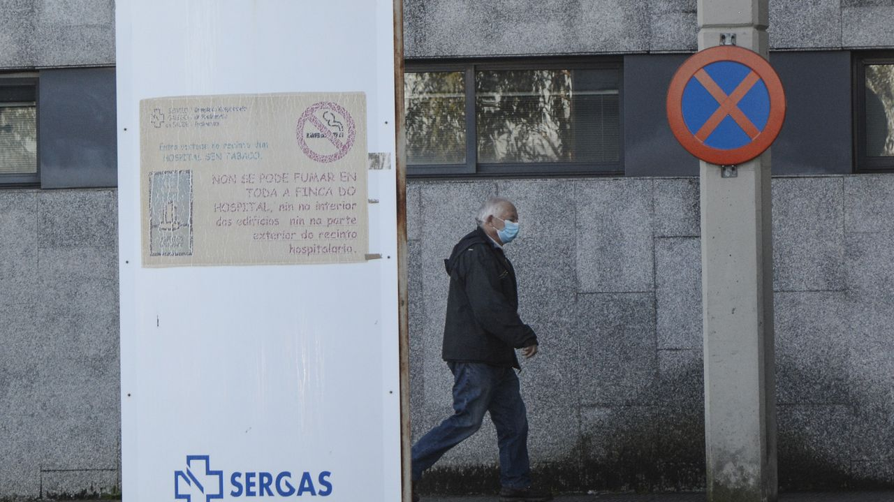 Así se está desarrollando el cribado de O Vao.Acceso a la zona de consultas y plantas del hospital Montecelo, en Pontevedra