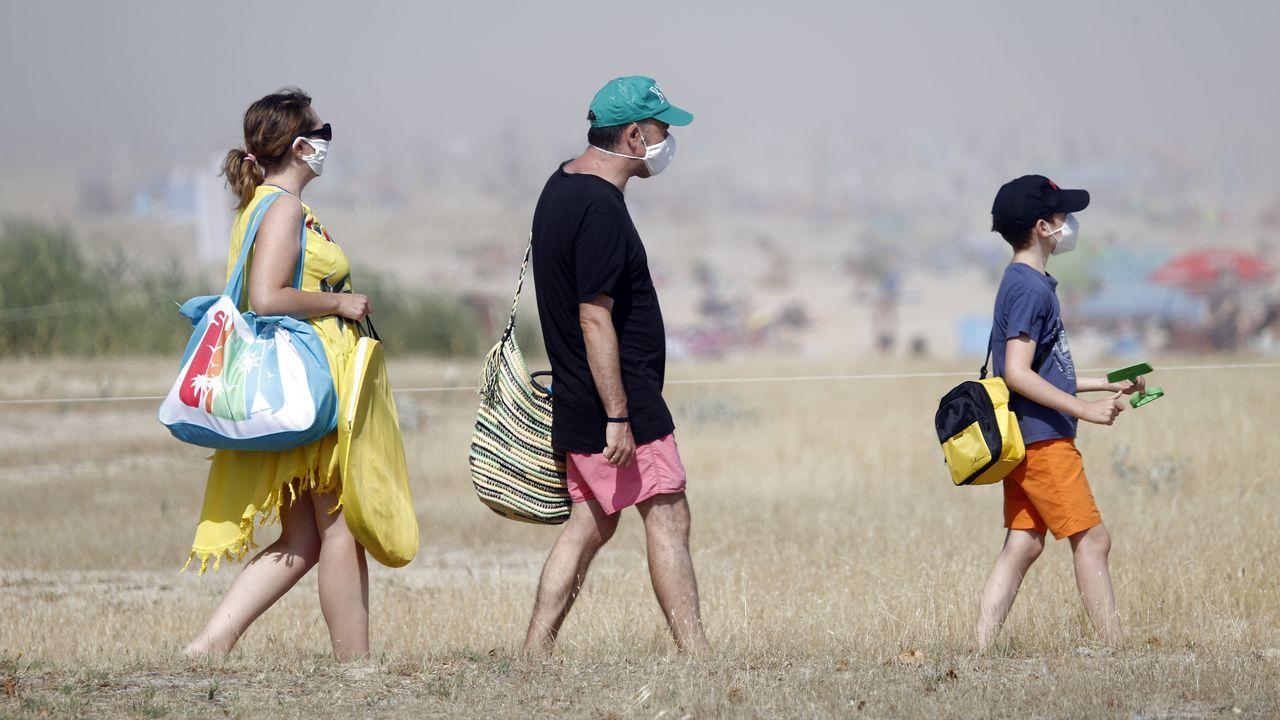 Desde el domingo en Galicia la mascarilla es obligatoria para acceder y pasear por la playa