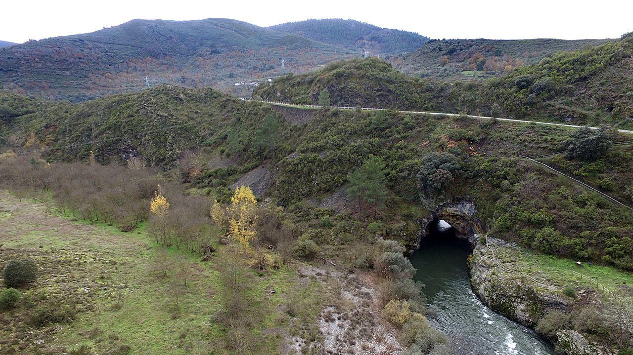 En torno al túnel de Montefurado, en Quiroga, se documentó la existencia de una extensa red de antiguos canales mineros