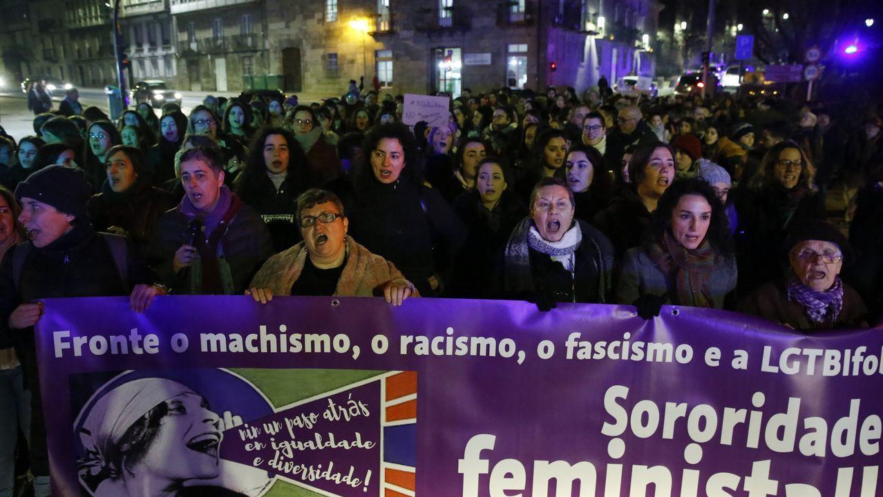 Así fue la concentración feminista en Santiago.Khadija Arhoun, la joven marroquí que sueña con ser Guardia Civil