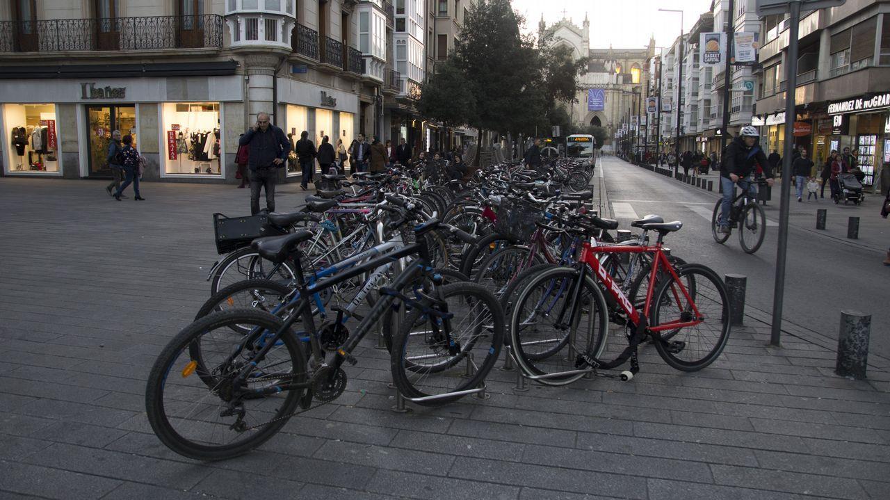 Vitoria bicis.El anillo verde y la movilidad son dos de los signos distintivos de Vitoria, reconocida como Capital Verde en el 2012 por Bruselas