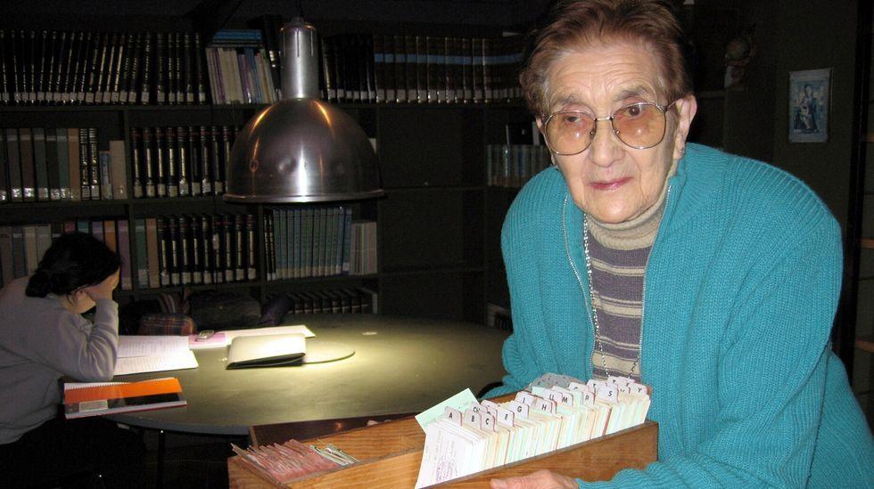 Arde un aerogenerador en el Monte Faro.Pilar Costa, fotografiada en la biblioteca en el 2006, cuando tenía 85 años y todavía seguía trabajando