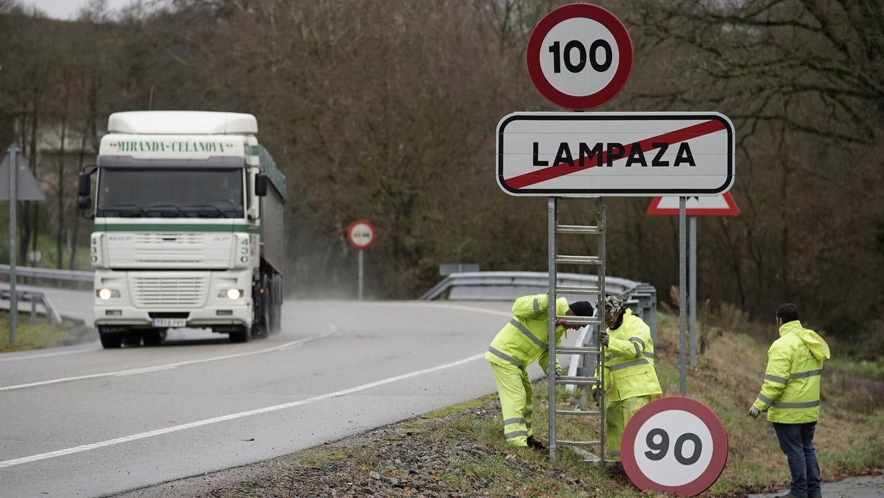 El #TopVacacional de la DGT: hospital, cárcel o cementerio.Sustitución de la señal de 100 por la de 90 en la carretera OU-531 en la provincia de Ourense