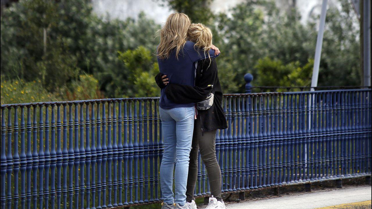 Así fue la reconstrucción del crimen de Diana Quer.La madre y la hermana de Diana se abrazan después de que no les dejasen acercarse al Chicle