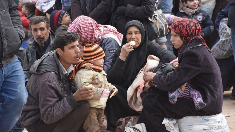 Un grupo de civiles evacuados de uno de los distritos de Alepo, en noviembre del 2016