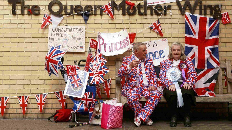 Alegría en Londres por el nacimiento de la niña de los duques de Cambridge.Esperando por el bebé real