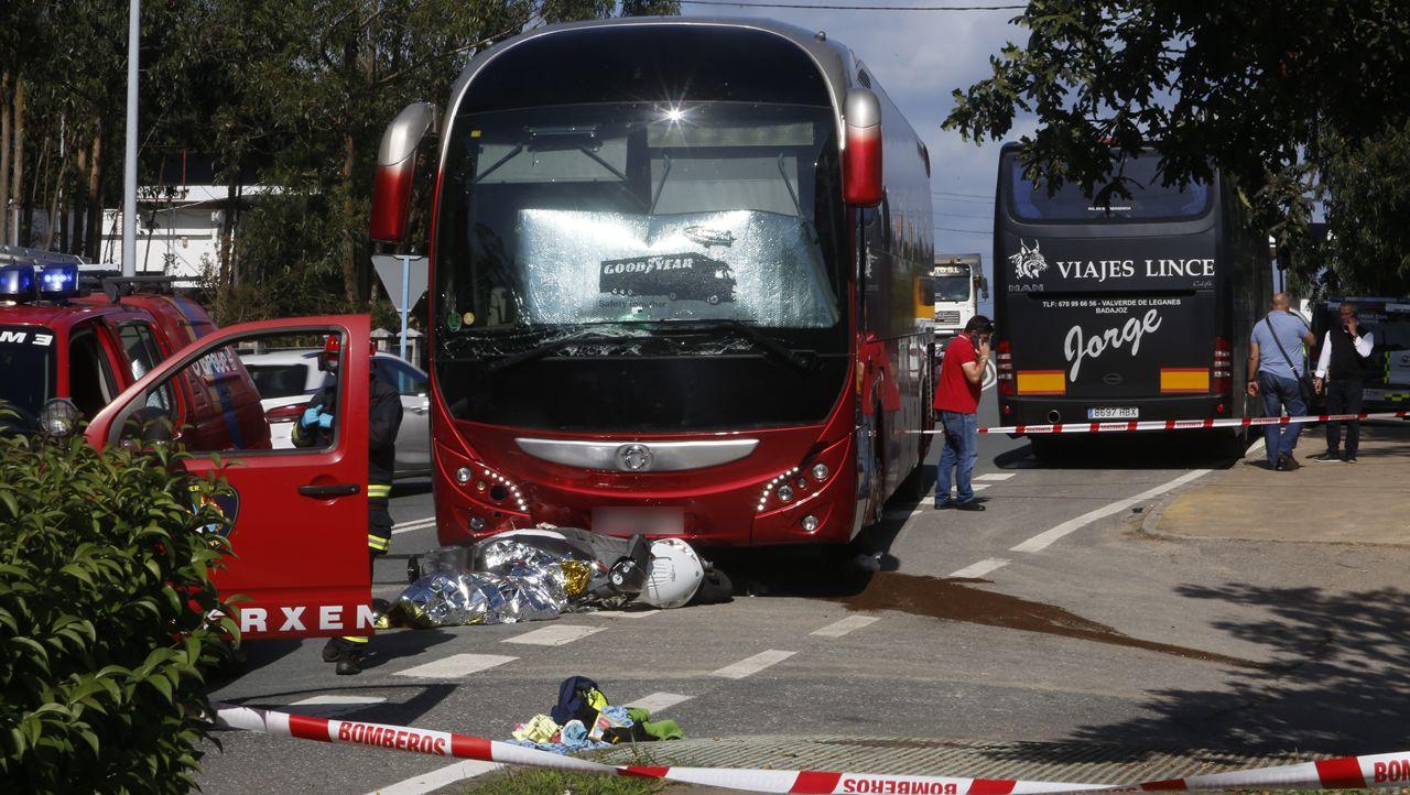 Un autobús arrolla una moto en O Grove