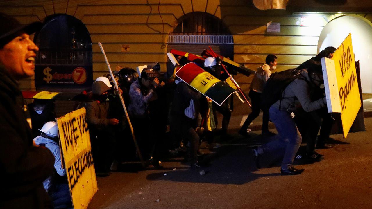 Simpatizantes del expresidente de Brasil Luiz Inácio Lula da Silva fue  llevado en hombros durante su primer acto en libertad en Sao Bernardo do Campo