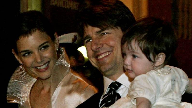Sara DH2.Greg Kinnear y Katie Holmes (en el centro) encarnan a la pareja presidencial John y Jackie.