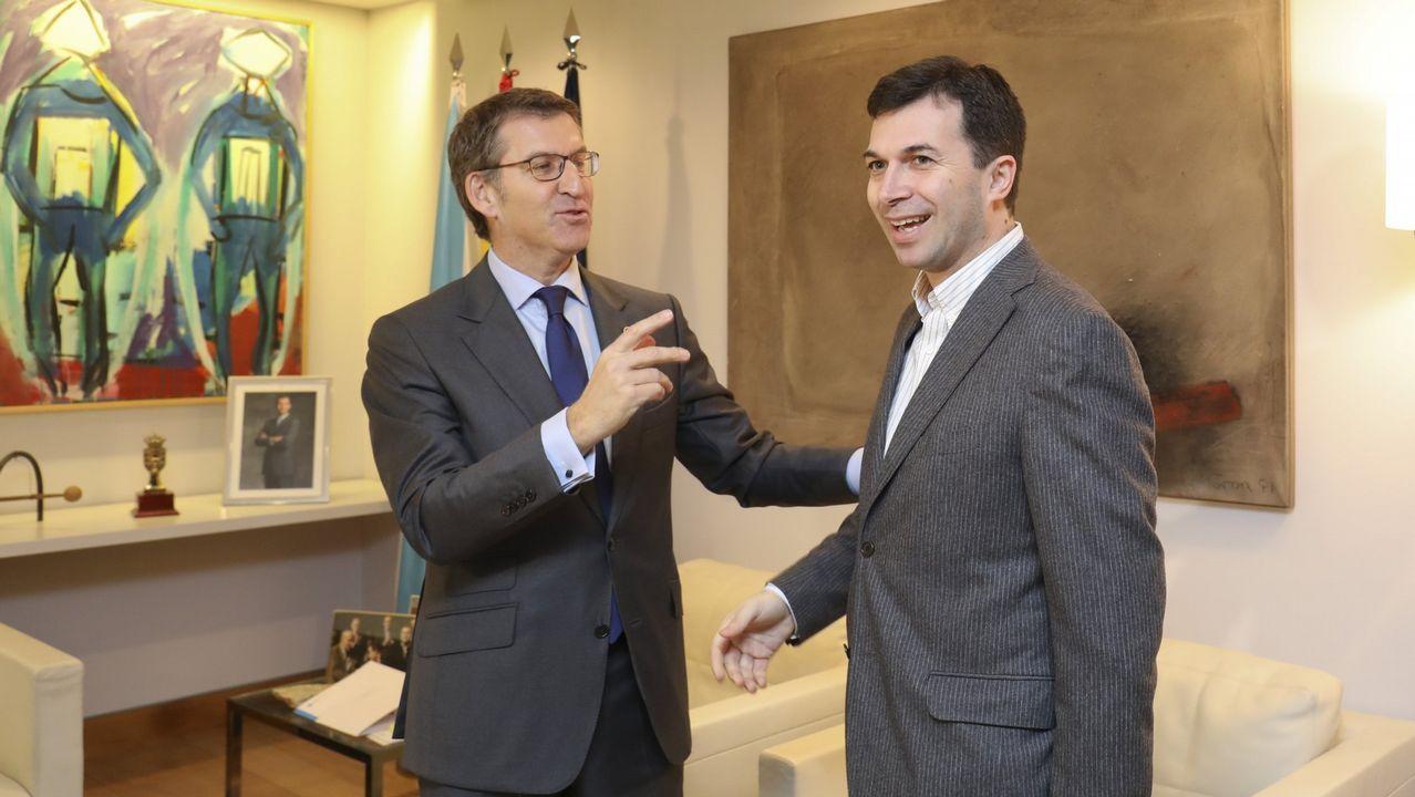 El presidente de la Xunta, Alberto Núñez Feijoo, con el secretario general del PSdeG, Gonzalo Caballero